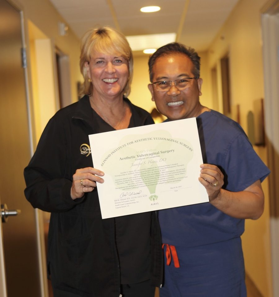 Dr. Hayes with Dr. Alinsod receiving her diploma for Aesthetic Vulvovaginal Surgery